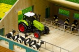 Stáj pro kravičky s volným stáním SET KIDS GLOBE FARMING