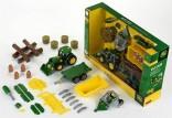 Traktor JOHN DEERE 6215R s čelním nakladačem, přívěsem a dalšími zemědělskými stroji KLEIN 3907