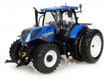 UNIVERSAL HOBBIES UH 4962 Traktor NEW HOLLAND T7.255 s dvojmontáží 1:32