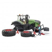 Traktor FENDT 1050 VARIO s mechanikem BRUDER 04041