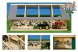 GLOBE FARMING Stavebnice stáj pro kravičky s dojírnou 1:32